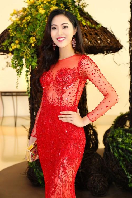 Hoa khôi Diệu Ngọc vừa đăng quang đã bị dính scandal 'lộ nội y'
