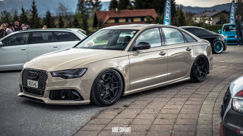 Hiện đã trải qua 3 thế hệ, Audi RS6 là phiên bản hiệu năng cao của dòng sedan hạng sang cỡ trung Audi A6 nhằm đối đầu với BMW M5 hay Mercedes E63 AMG.