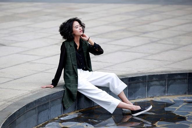 Từng đoạt giải nhất trong một cuộc thi tìm kiếm fashionista, Diệp Linh Châu mong muốn thử sức mình trong lĩnh vực người mẫu sau khi đã làm stylist cho nhiều bộ ảnh.