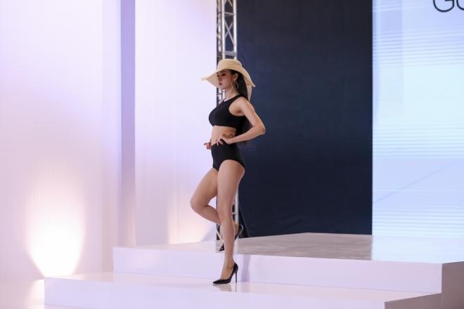 Trong tập 2, Ngọc Loan là thí sinh được Phạm Hương đánh giá là ổn định nhất về hình thể và cách tạo dáng.