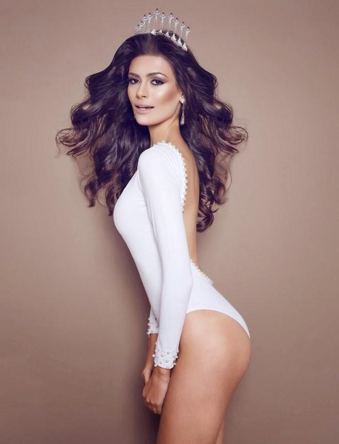 Tân Hoa hậu Brazil sở hữu chiều cao 1,79m cùng thân hình nóng bỏng.