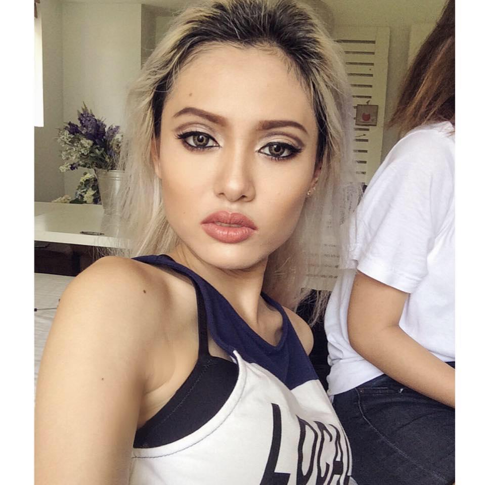 Cô còn sở hữu gương mặt đậm chất Tây, vẻ quyến rũ khiến nhiều người liên tưởng đến hot girl Instagram Lily Maymac.