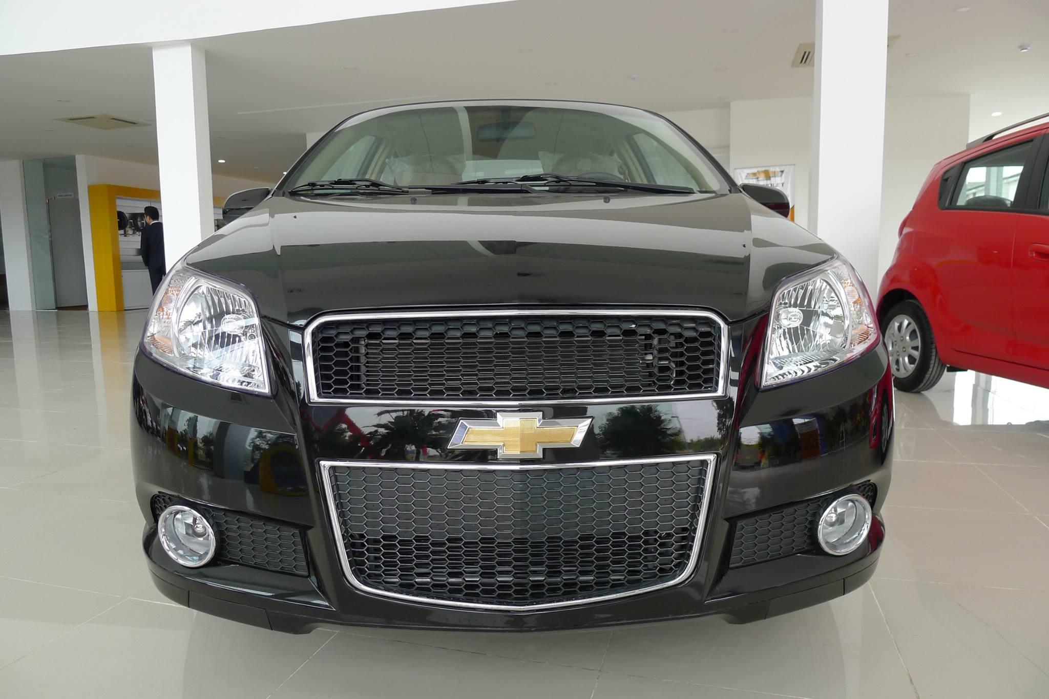 Đầu xe Chevrolet Aveo nổi bật bởi thiết kế mạnh mẽ đầy nam tính.