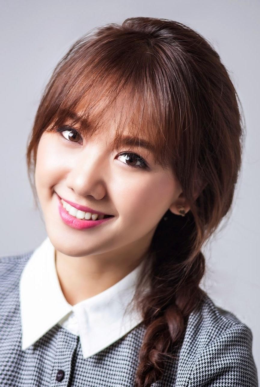 Ngoài nụ cười rạng rỡ, người đẹp còn sở hữu phong cách mộc mạc, dễ gần khiến khán giả khó nhận ra, ít người nghĩ rằng Hari Won đã bước sang tuổi 31.