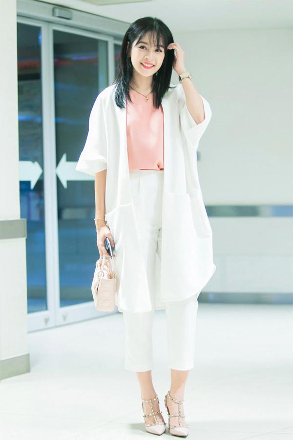 Cuộc thi Miss Teen 2009 đã đưa cô nữ sinh 16 tuổi Chi Pu đến từ trường THPT Lê Quý Đôn - Hà Nội trở thành thần tượng mới của giới trẻ Việt.