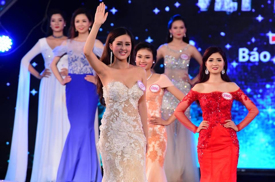 Nguyễn Bảo Ngọc (SBD179) sinh năm 1998 đến từ Hà Nội là một trong những gương mặt triển vọng năm nay. Cô cao 1m65, nặng 50kg, số đo 3 vòng: 87-63-90.