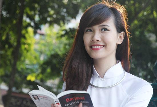 Một Hương Ly xinh xắn với giọng hát ngọt ngào thường xuất hiện trong các hoạt động, chương trình thường niên của trường.