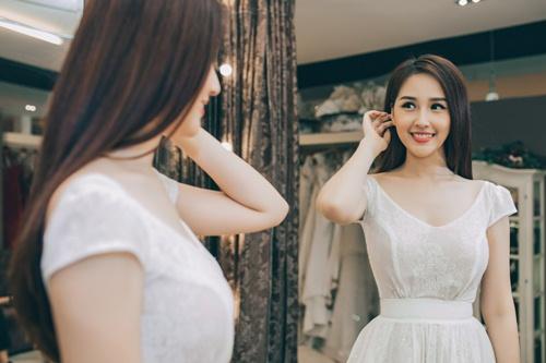 Mai Phương Thúy sinh năm 1988 tại Hà Nội. Cô tham gia cuộc thi Hoa hậu Việt Nam 2016 khi mới 18 tuổi.