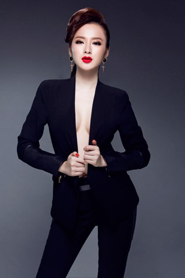 Angela Phương Trinh tên thật là Lê Ngọc Phương Trinh, cô sinh ngày 8/2/1995.