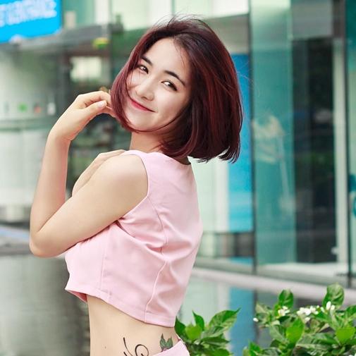 Hòa Minzy tên thật là Nguyễn Thị Hòa, cô sinh ngày 31/5/1995.