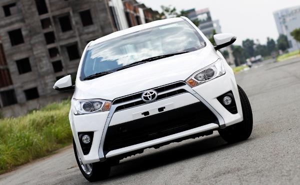 Toyota Yaris có 2 phiên bản là Yaris E và Yaris G. Về ngoại thất 2 mẫu xe không có sự khác biệt.