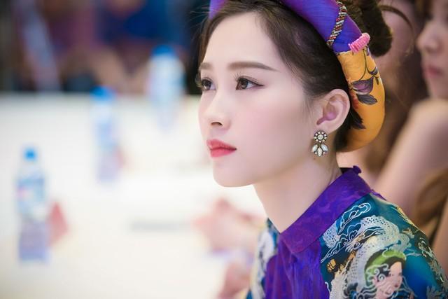 Dù ở góc chụp nào Thu Thảo cũng khiến người ta 'xiêu lòng' vì vẻ đẹp nhẹ nhàng, thuần khiết như pha lê.