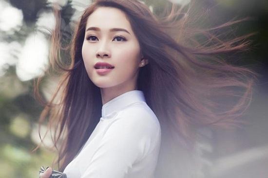 Không chỉ gây thiện cảm với hình ảnh bên ngoài, Hoa hậu Thu Thảo còn cuốn hút mọi người với sự thông minh và hòa nhã trong ứng xử.