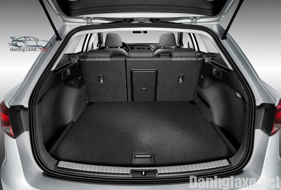 Ngăn để hành lý và không gian cabin thuộc dạng thường (không phải dạng cao cấp).