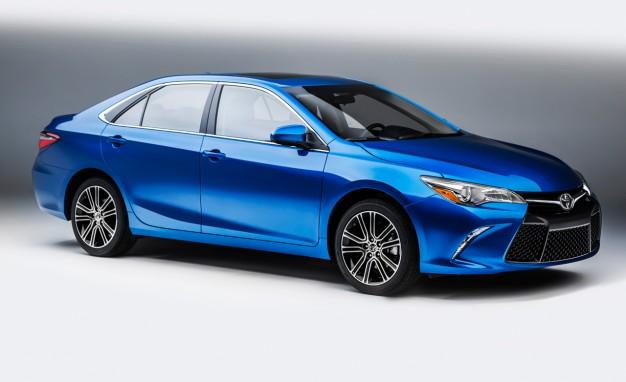 Toyota Camry là dòng sedan danh tiếng toàn cầu. Toyota Camry 2016 là phiên bản mới nhất, tại Việt Nam Camry 2016 đang được giảm giá gần 100 triệu đồng.