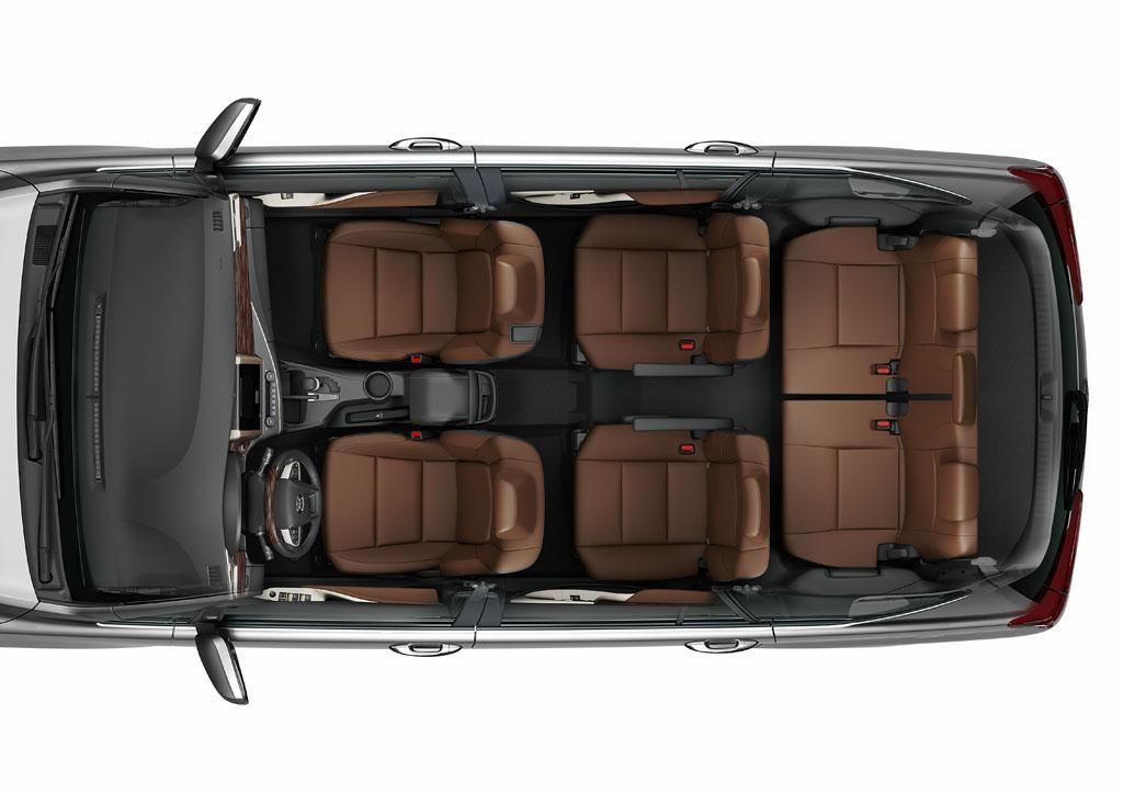 Các tính năng an toàn chắc chắn sẽ khiến những gia đình lựa chọn Innova 2016 hoàn toàn yên tâm trong mọi chuyến đi, ba phiên bản trang bị Tiêu chuẩn 03 túi khí, phanh ABS/EBD/AB, cảm biến lùi, cột lái tự đổ, ghế có cấu trúc giảm chấn thương cổ, khung xe cứng vững GOA. Riêng Innova 2.0V toàn diện hơn với bổ sung túi khí hai bên phía trước, túi khí rèm, hệ thống cân bằng điện tử VSC, hỗ trợ khởi hành ngang dốc HAC và đèn báo phanh khẩn cấp EBS.