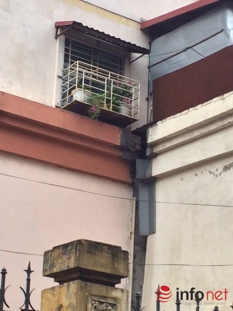 Hà Nội: ''Ghê răng'' nhìn những tòa nhà tái định cư dọa sập