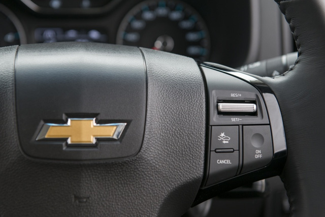 Trên 2 phiên bản LTZ, xe còn được trang bị thêm hệ thống cảnh báo điểm mù bên sườn, cảnh báo giao thông phía sau, cảnh báo chuyển làn đường, cảnh báo va chạm phía trước và giám sát áp suất lốp.