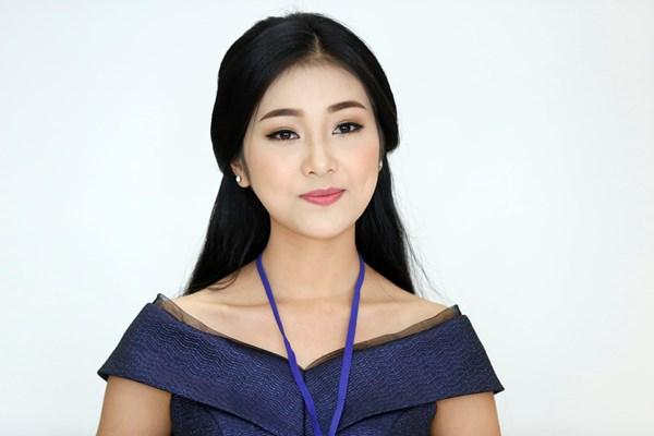 Bùi Nữ Kiều Vỹ (SBD 293) đến từ Quảng Nam gây chú ý cho báo giới từ gương mặt giống Hoa hậu Việt Nam 2004 Nguyễn Thị Huyền.