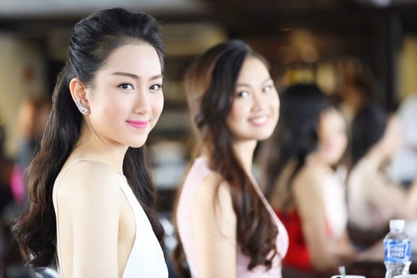 Phùng Lan Hương (SBD 132), cô sinh năm 1996 đến từ Hà Nội. Hiện tại, Lan Hương đang là sinh viên ĐH quốc tế RMIT.