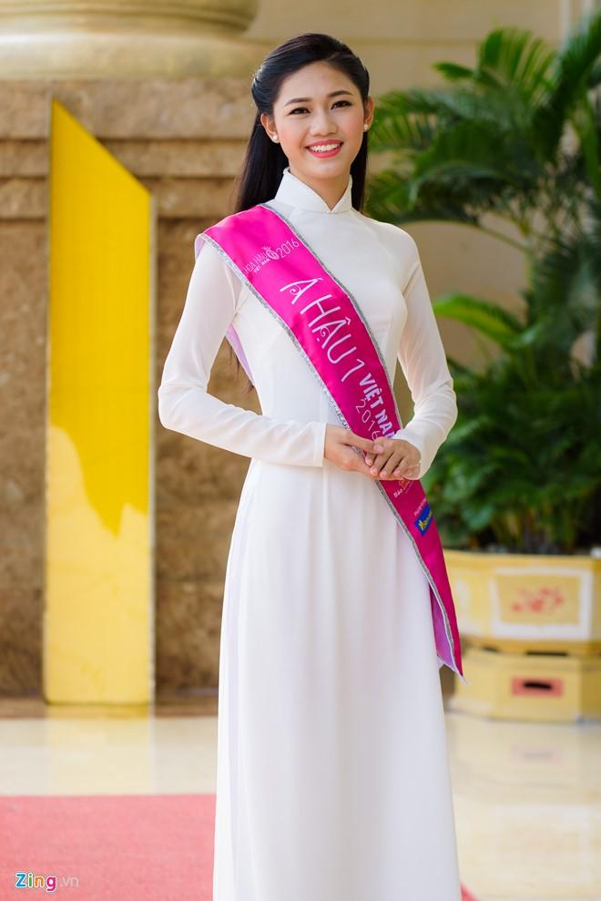 Thậm chí, Thanh Tú còn bị đồn đại nhờ có gia thế ''khủng'' cùng mối quan hệ thân thiết với nhà tài trợ kim cương nên mới giành được danh hiệu Á hậu 1 cuộc thi Hoa hậu Việt Nam 2016.