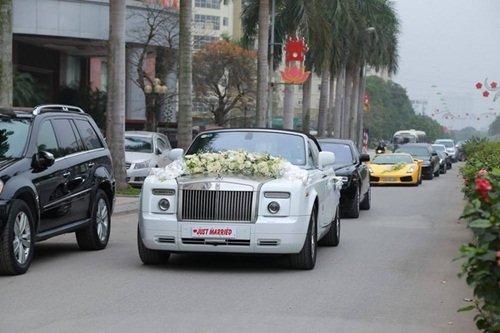 Anh rể Tân Á hậu từng khiến dư luận xôn xao với màn đón dâu bằng dàn siêu xe quy tụ hàng chục chiếc xế sang như: Lamborghini, Limousine, Rolls-Royce, Rangerover, Porsche…