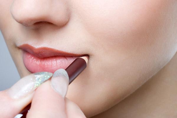 5 cách giữ màu son môi an toàn, hiệu quả