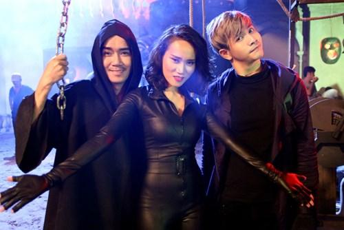 Trong phim, Minh Thuận vào vai ông Hùng – một bác sĩ có người anh em song sinh đã qua đời từ lâu.