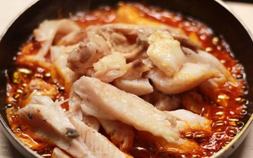 Những thói quen nguy hiểm 'chết người' cần lưu ý khi nấu ăn