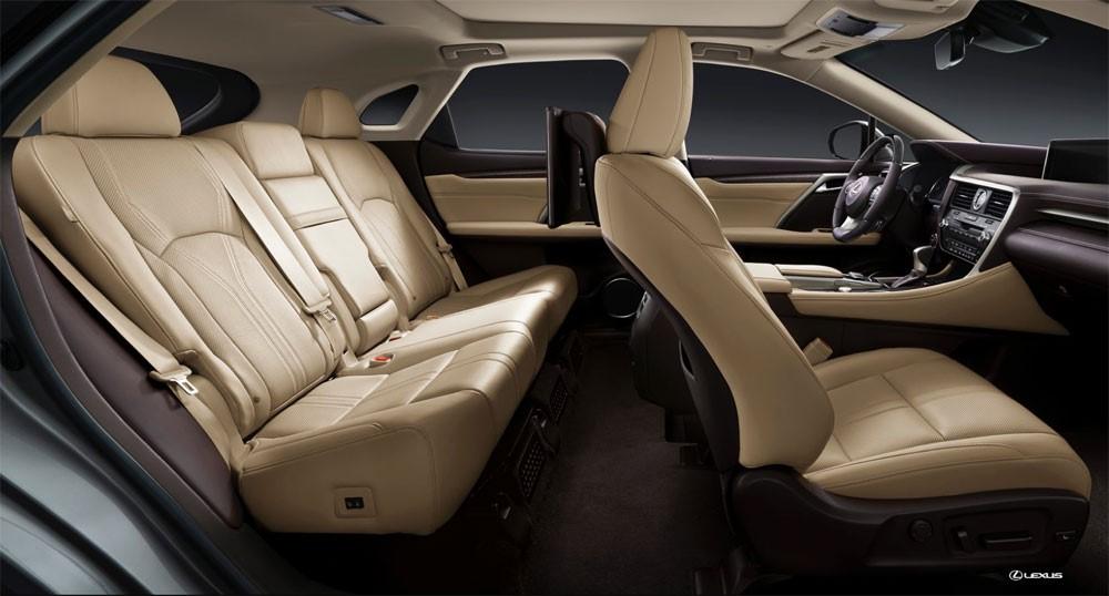 7. Đứng ở vị trí thứ bảy là Lexus RX 2016, mẫu crossover hạng sang tầm trung này luôn dẫn đầu phân khúc trong suốt 20 năm nhờ vào thiết kế nội thất sang trọng và tính tiện lợi.