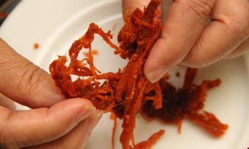 Cách phân biệt thịt bò khô thật giả nhanh nhất
