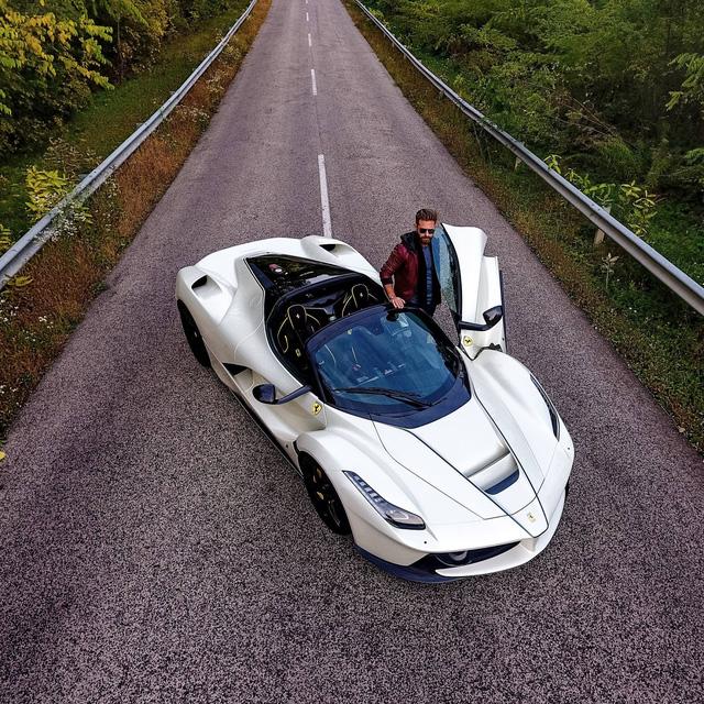 Ferrari LaFerrari Aperta chiếc xe đắt thứ hai thế giới có gì hay