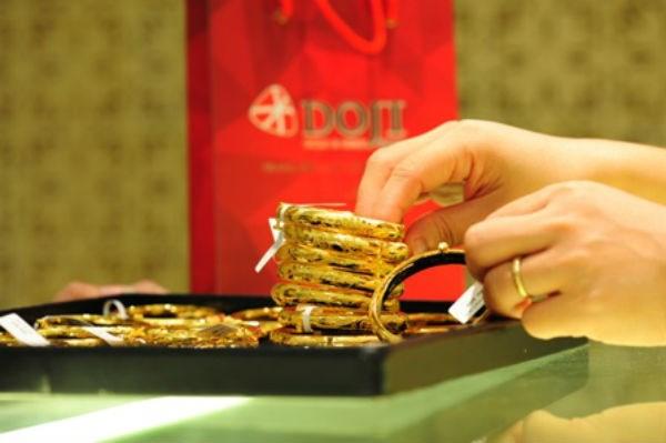 Giá vàng hôm nay 18/4 chốt buổi sáng vàng giảm đồng loạt