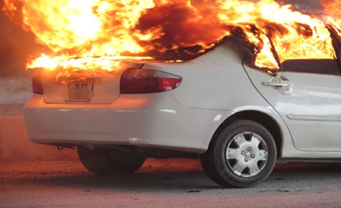 Ô tô phát nổ và những cách phòng tránh