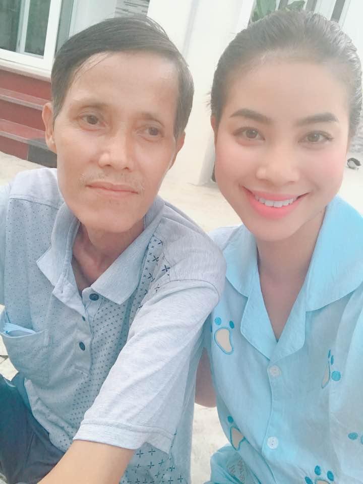 Không ồn ào, không phô diễn Phạm Hương đã 'lấy lòng' công chúng bằng cách gì?