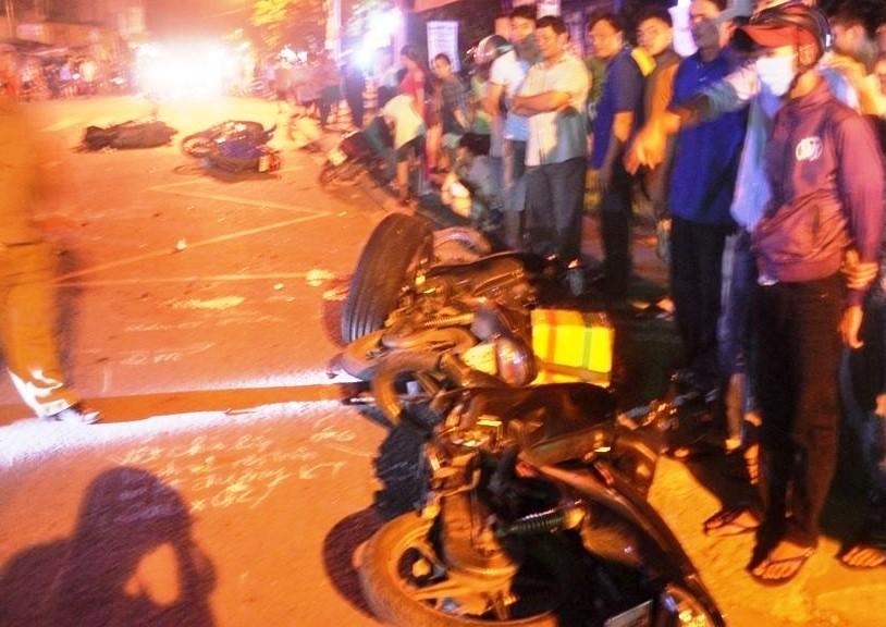 Tai nạn giao thông: Ô tô đâm hàng loạt xe, nhiều người thương vong
