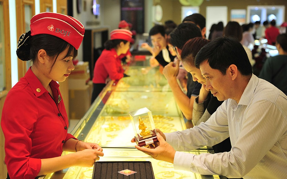 Giá vàng hôm nay ngày 24/7: Vàng giảm mạnh, đi ngược giá vàng thế giới