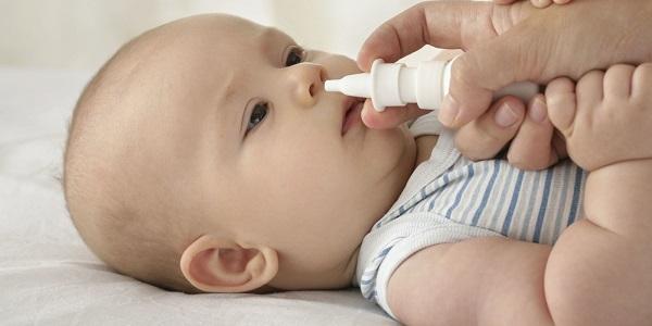Mẹo chữa nghẹt mũi hiệu quả khi bé bị cảm cúm ngày mưa