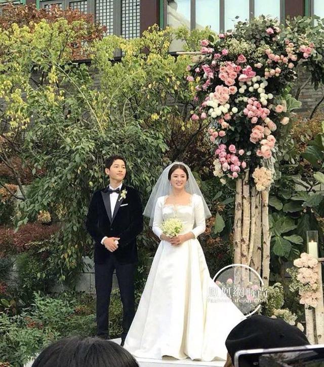 Song Joong Ki bật khóc khi thề nguyện chung sống bên Song Hye Kyo suốt đời