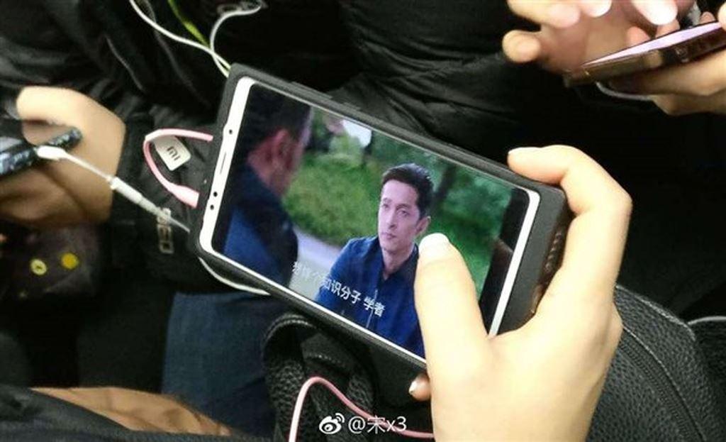 Rò rỉ những hình ảnh đầu tiên của chiếc điện thoại giá rẻ Xiaomi R1
