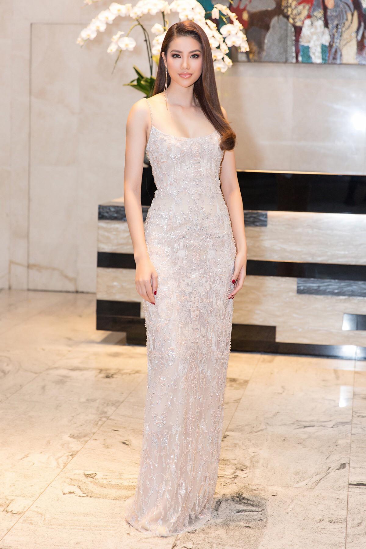 Phạm Hương hóa 'nữ thần gợi cảm', khoe dáng nuột nà ở Elle Beauty Awards 2018