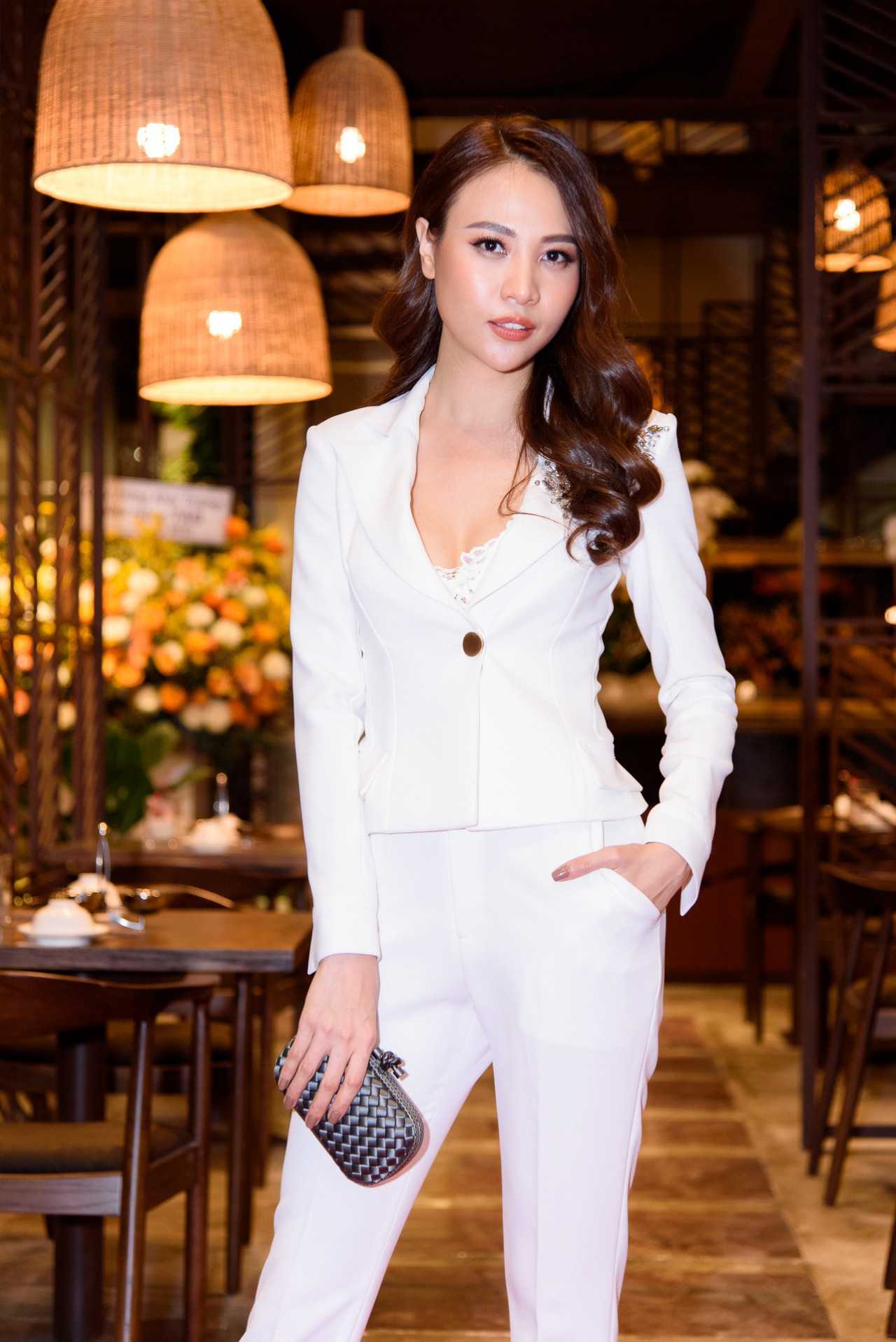 Đàm Thu Trang từng tốt nghiệp khoa Thanh nhạc trường Đại học Văn hóa Nghệ thuật Quân đội.