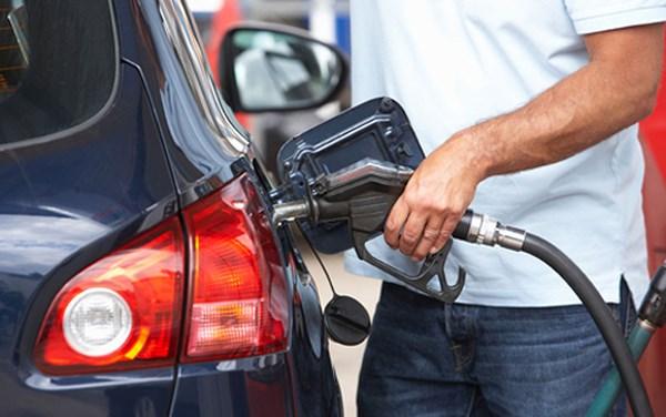 'Đổ đầy bình' – thói quen mua xăng khiến nhiều người bị 'móc túi' mà không hay