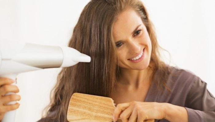 5 thói quen tai hại cần loại bỏ ngay khi sử dụng máy sấy tóc