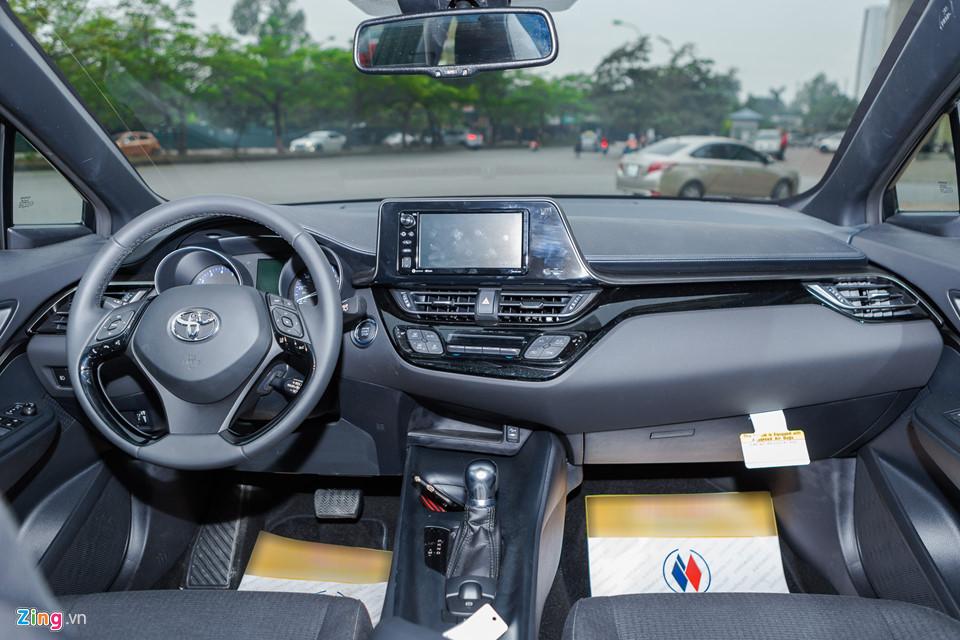 Cận cảnh Toyota C-HR 2018 vừa xuất hiện tại Việt Nam
