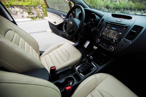 Kia Cerato SMT - mẫu sedan giá rẻ trong phân khúc C đã chính thức tung ra thị trường Việt với giá bán 499 triệu đồng