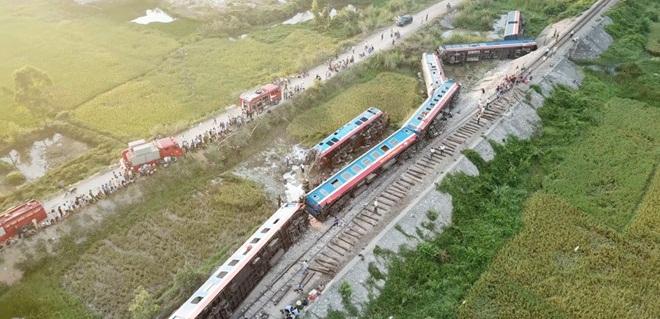 Vụ lật tàu thảm khốc ở Thanh Hóa: Nghi ngủ quên, 2 nhân viên gác tàu bị bắt
