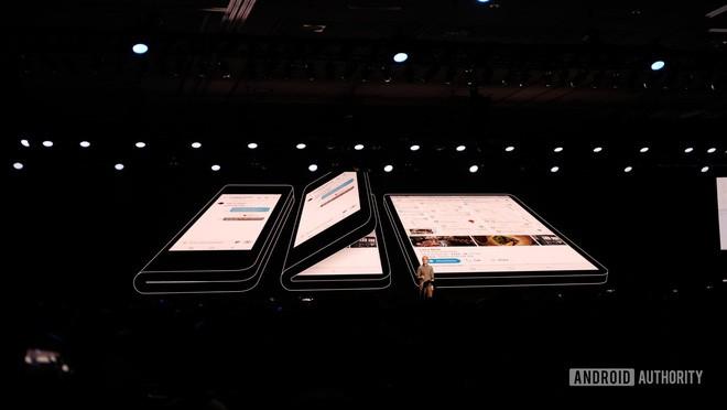 'Điểm mặt' những tính năng trên điện thoại màn hình gập của Samsung giá hơn 40 triệu