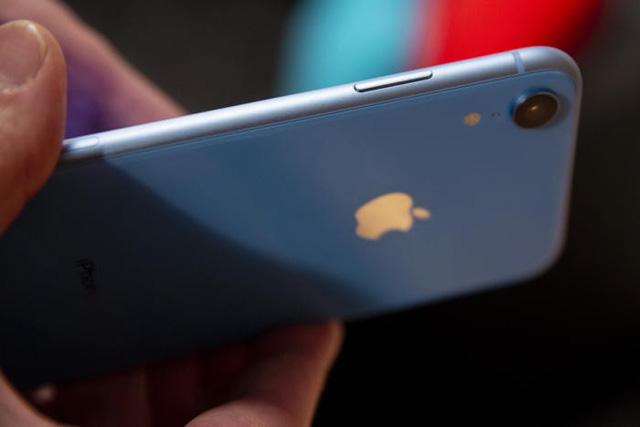 Một số nguồn tin từ Đài Loan cho biết máy được trang bị màn hình LCD kích thước 4,8 inch
