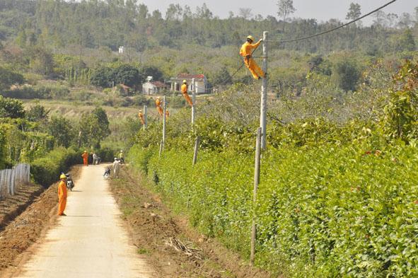 Điện lực Đắk Lắk giảm áp lực cho hệ thống điện nhờ điều chỉnh phụ tải